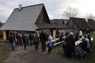 13. 12. 2014 - Závěrečná šípková a jarmark na Veselém Kopci